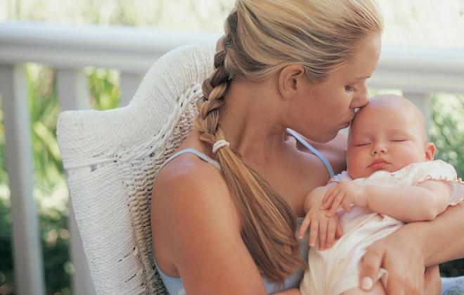 Мама с месячным ребенком